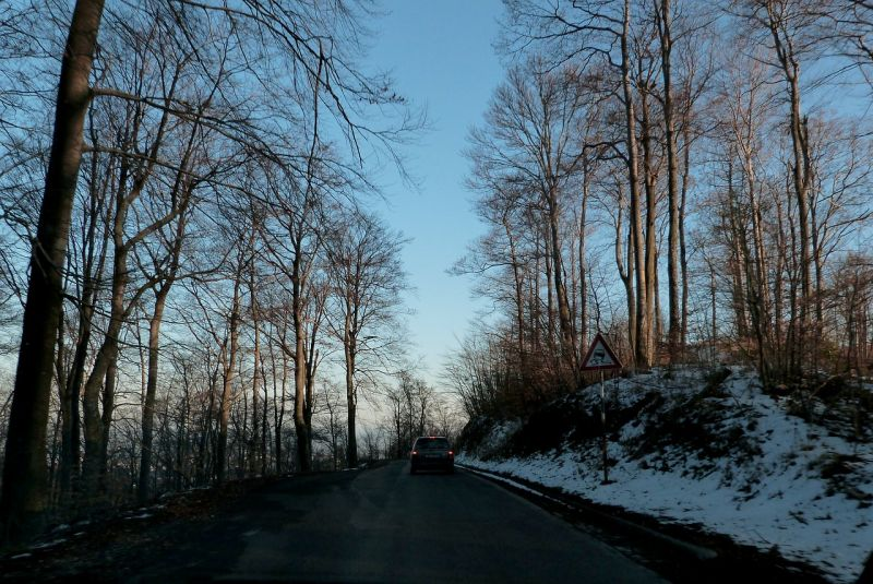 Több helyen havazik még, de az utak járhatóak