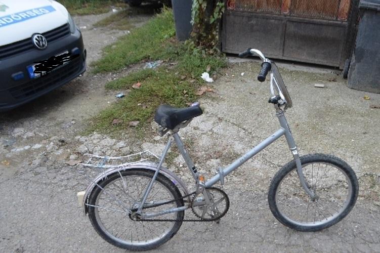 Biciklijével együtt rúgott fel egy 12 éves kislányt – keresik