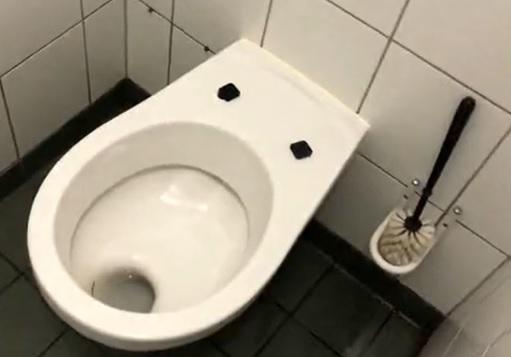 Durva: ez várja a betegeket a fővárosi kórházak vécéiben – rejtett kamerás felvétel