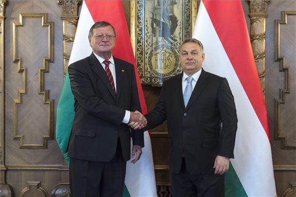 Orbán a röplabdáról tárgyalt a Parlamentben