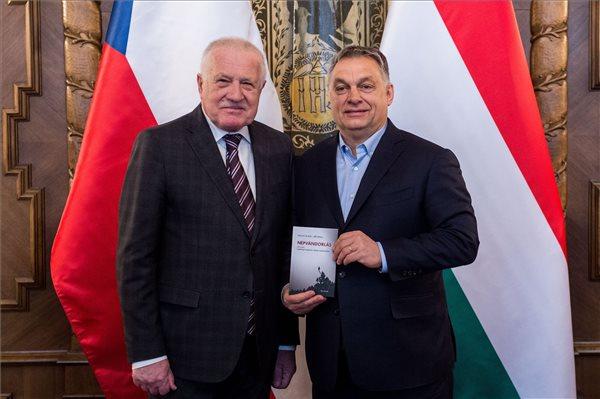 Orbán Viktor fogadta Václav Klaust, és megállapították: Európának nincs szüksége a jelenlegi népvándorlásra