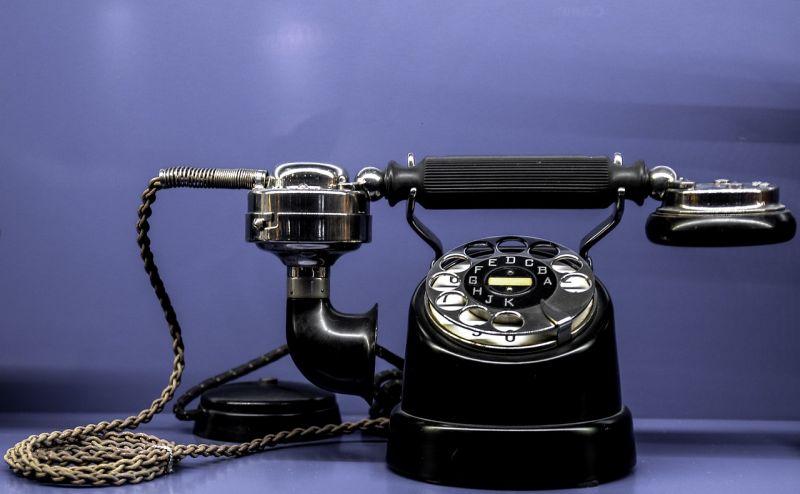 920 embert csapott be két szlovák telefonos csaló