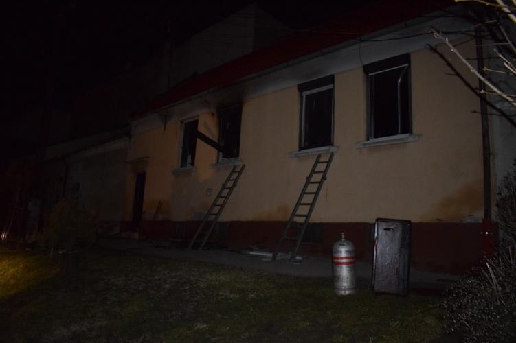 Lakástűz Sopronban: Nem tudták menteni az idős nő életét, a férfit kórházba szállították