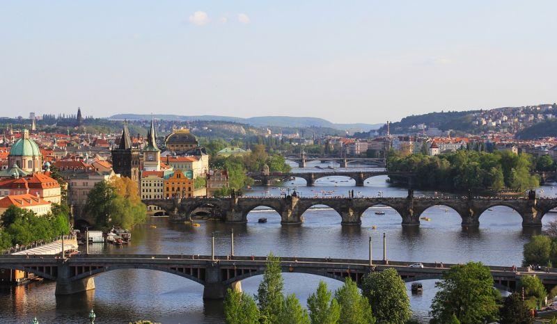 Két ember meghalt a prágai szállodatűzben szombaton