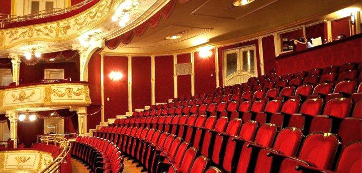 Négy előadással vendégszerepel Kolozsváron májusban a Vígszínház