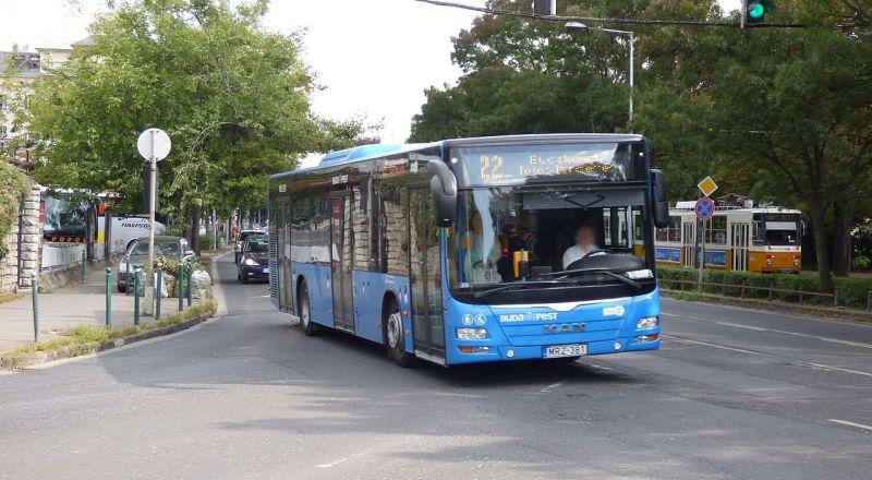 Az időjárási helyzet miatt több BKV-busz máshogy jár