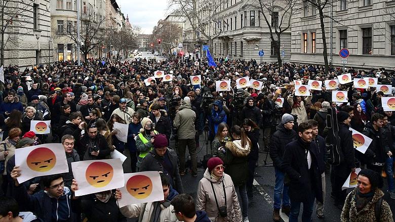 Ma is tüntetnek a diákok, mert nem kaptak választ Orbán Viktortól