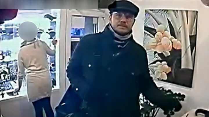 Fegyveres rablót keresnek Budapesten – ha látta a férfit, hívja a rendőrséget!