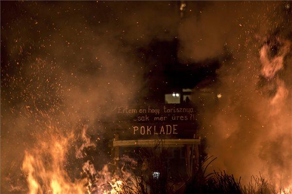 Meggyújtották a telet a busók – fotók