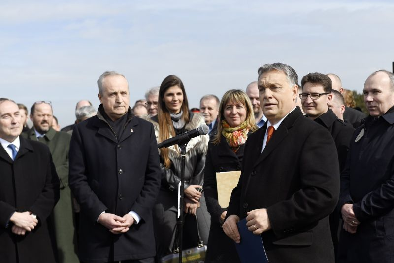 Friss bevándorlóországozás: Orbán szerint agyonnyomná a fejlesztéseinket, ha bevándorlóországgá válnánk