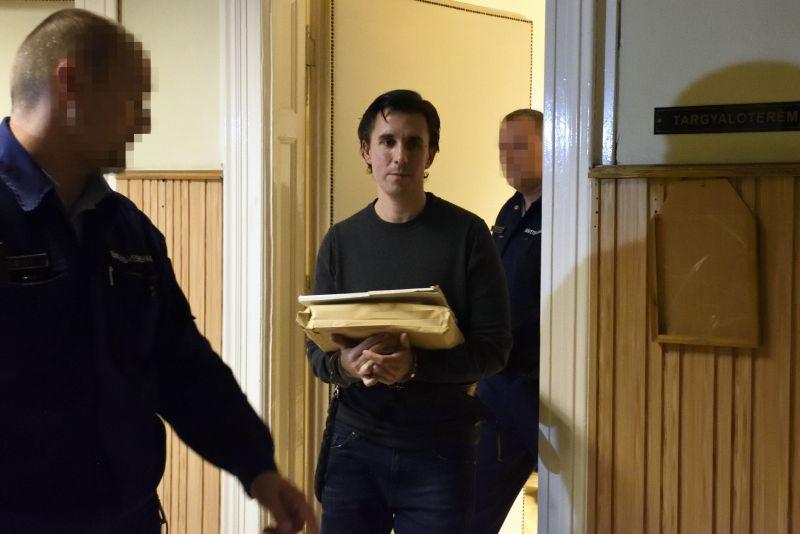 Az előzetes letartóztatásból indulna független jelöltként Czeglédy Csaba