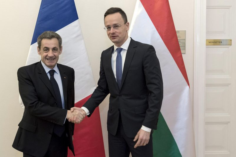 Nicolas Sarkozy lehallgatta a minisztereit a francia jobboldal vezetője szerint
