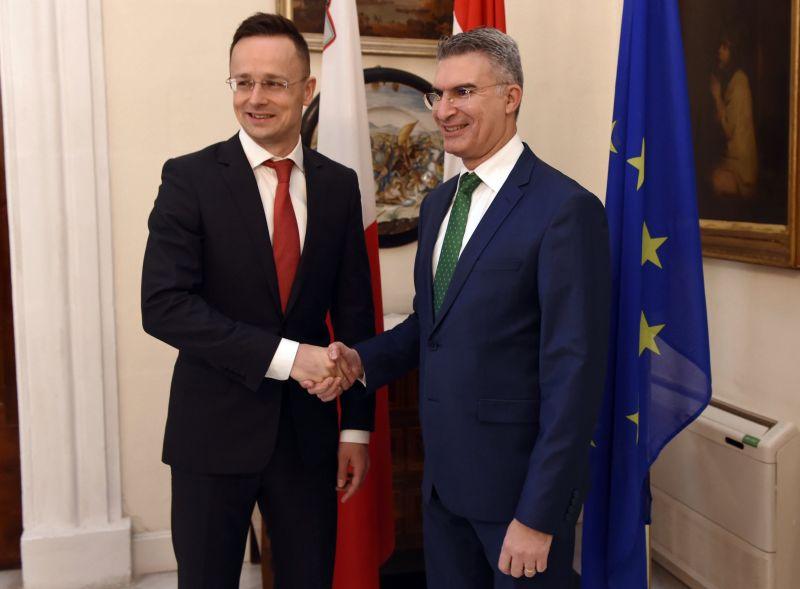 Szijjártó szerint a tengeri határokat is meg kell védeni az EU-ban