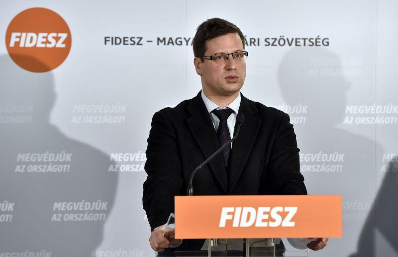 Itt van a sorvezető, mit kell mondania a fideszeseknek Orbán vejének korrupciós botrányáról