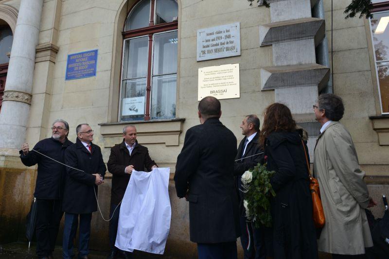 Emléktáblát avattak a világhírű fotóművész, Brassai tiszteletére