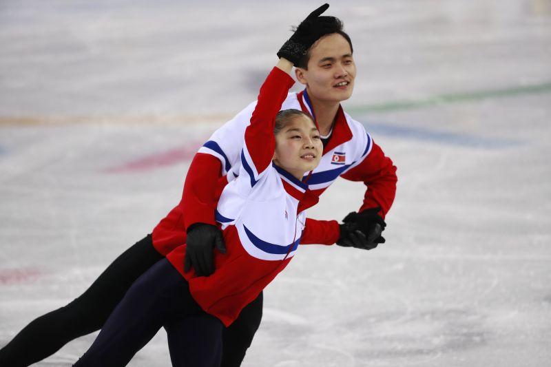 Két szám után Kanada vezeti a műkorcsolyázók csapatversenyét