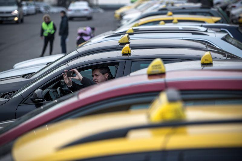 A főváros egységes álláspontot vár a taxisoktól a taxirendelet módosítása ügyében