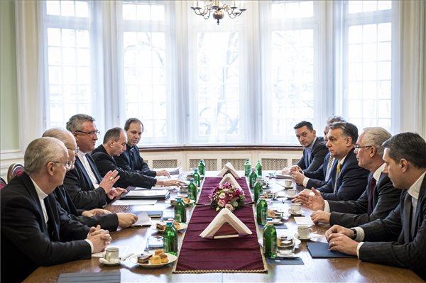 A katolikus egyházzal egyeztetett Orbán