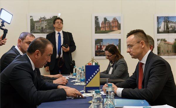 Szijjártó: a V4-ek támogatják a Nyugat-Balkán európai integrációját