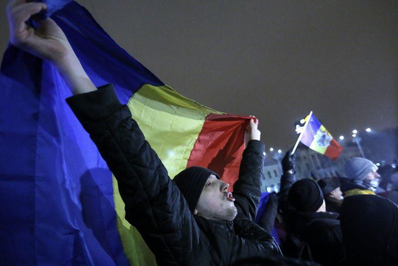 """""""Nem akarunk tolvaj nemzet lenni"""" – éppen a korrupció ellen tüntetnek Romániában"""