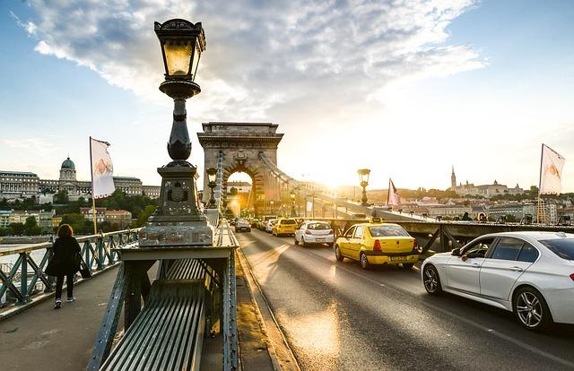 Óriási lezárások jönnek Budapesten és országszerte is, van, ahol már mától nem lehet parkolni – itt a lista