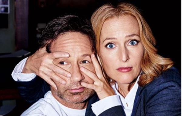 Teljesen pucérra vetkőzött az X-akták Scully ügynöke – fotó