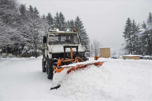 ORFK: egyre kisebb a hófúvás veszélye, nincs rendkívüli helyzet az országban