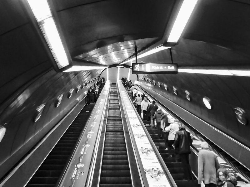 Tarlós: mozgólépcsőkre szerelhető szerkezettel oldják meg a mozgáskorlátozottak metrós közlekedését