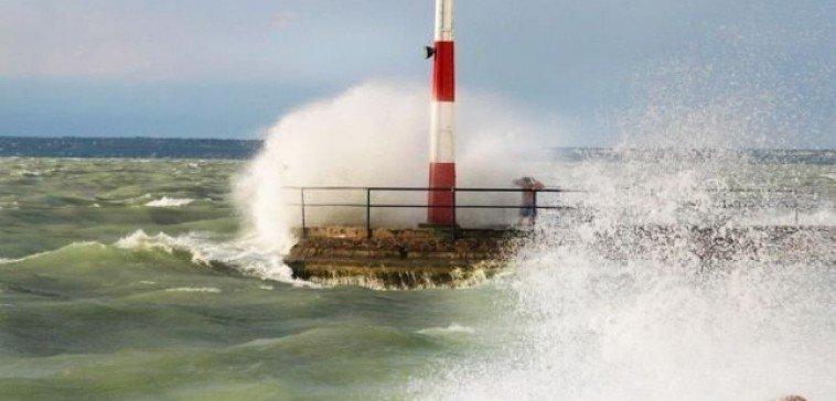 Harmadfokú vízkár-elhárítási készültséget rendeltek el a Balaton több településén