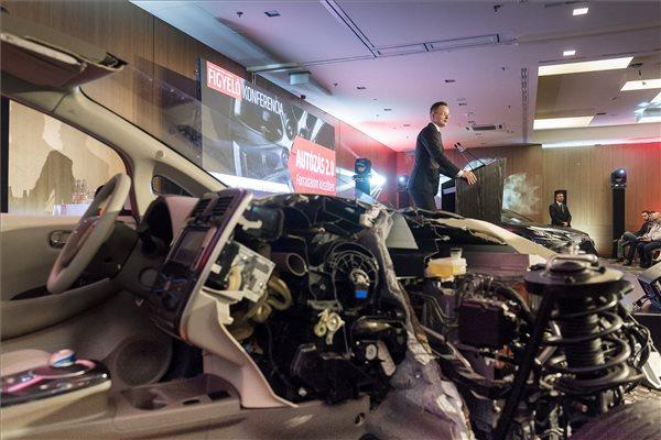 Szijjártó szerint versenyképes a magyar autóipar
