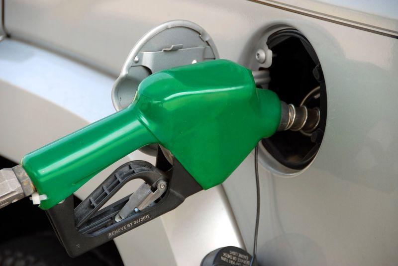 Valentin-napon még az autósokat is meglepik: csökkent az üzemanyagok ára
