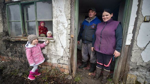 Düledező tanyájuk felújításához kér segítséget egy háromgyermekes család