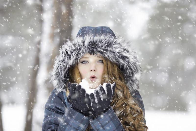 Most érkezett: kettévágja kedden az országot az időjárás, a Dunántúlra kiadták a veszélyjelzést a havazás miatt