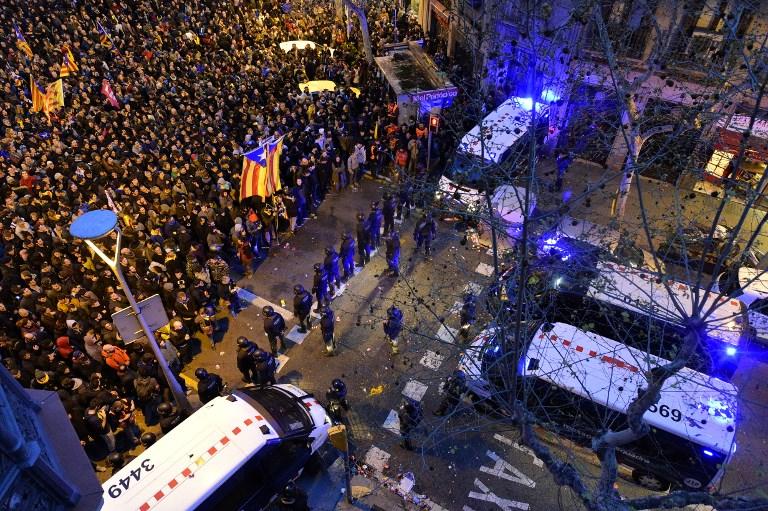 Zavargások törtek ki Barcelonában Puigdemont letartóztatása miatt