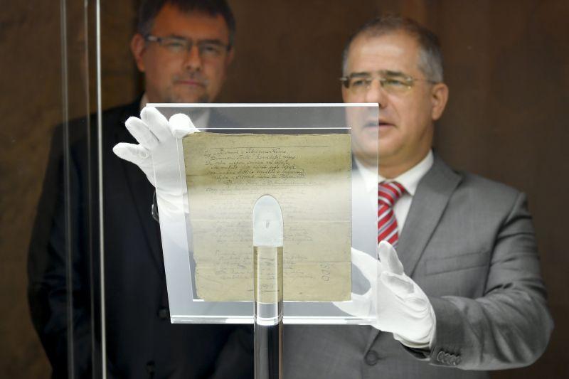 Magyar Nemzet: Kósa Lajos 4,3 milliárd eurós számla fölötti rendelkezési jogot kapott egy rejtélyes megbízótól