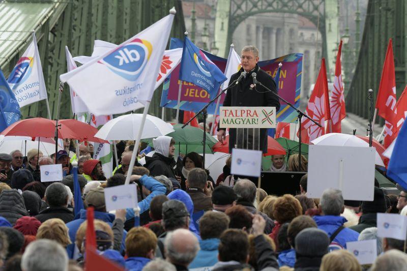 """Galló Béla politológus szerint Gyurcsány """"kivette a zászlót"""" Karácsony kezéből"""