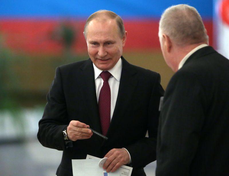 Putyin egységre szólított fel – moszkvai belvárosban ezrek gyűltek össze