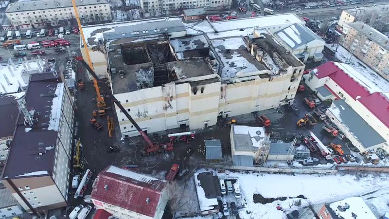 Putyin szerint bűnös hanyagság miatt égett le a kemerovói üzletközpont