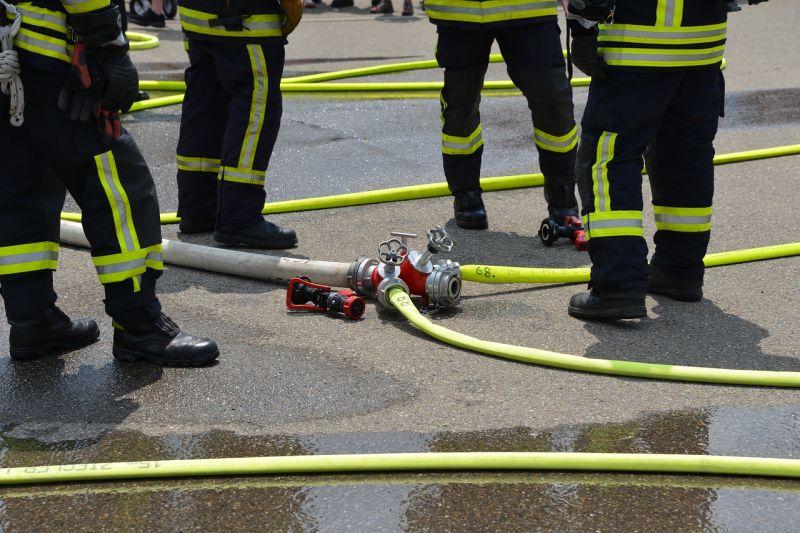 Ruhák lángoltak egy raktárban a VIII. kerületben.