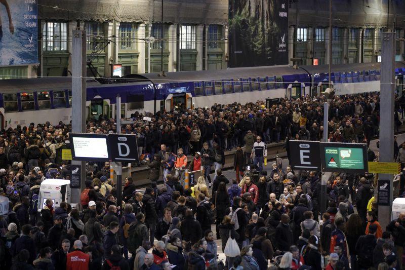 Újabb sztrájknapot hirdettek a francia vasutasok