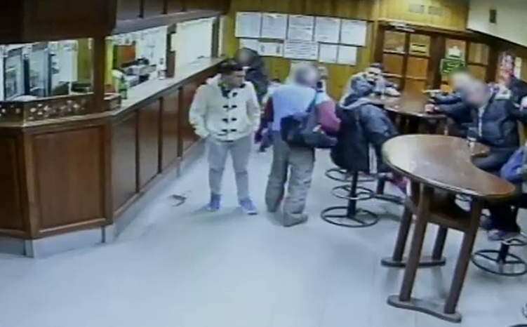 Borozóban dulakodtak, körözi őket a rendőrség – fotó