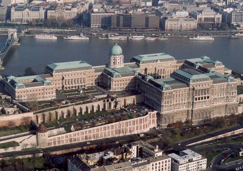 Orbán veje is a Várba vágyik – 370 milliót költene egy műemléki épületr