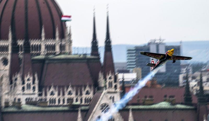 Red Bull Air Race – Martin Sonka győzött Budapesten