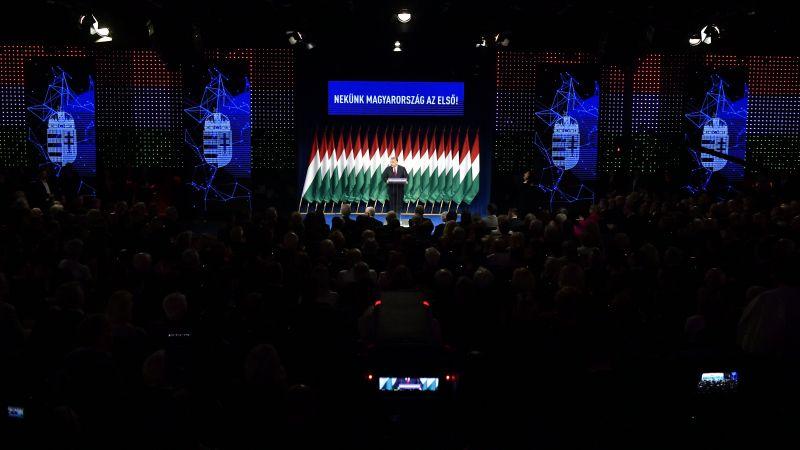"""Orbán az ellenzéki összefogásról: """"Alul kisnyilas gatya, fölül vörös mellény, rajta szivárványszínű kitűző"""""""