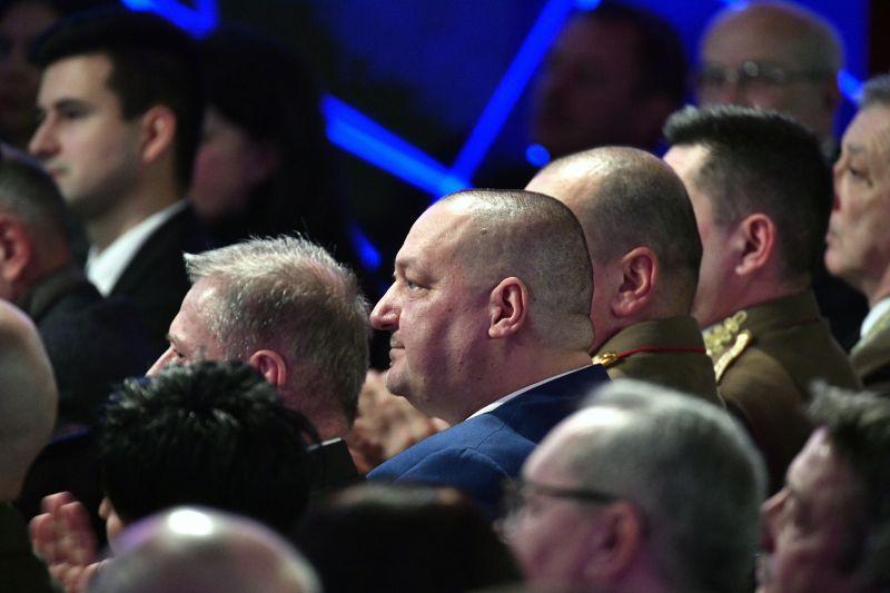 """Orbán évértékelőjét egy """"észak-koreai pártkongresszushoz"""" hasonlította az egyenruhás tábornokok részvétele miatt a DK"""