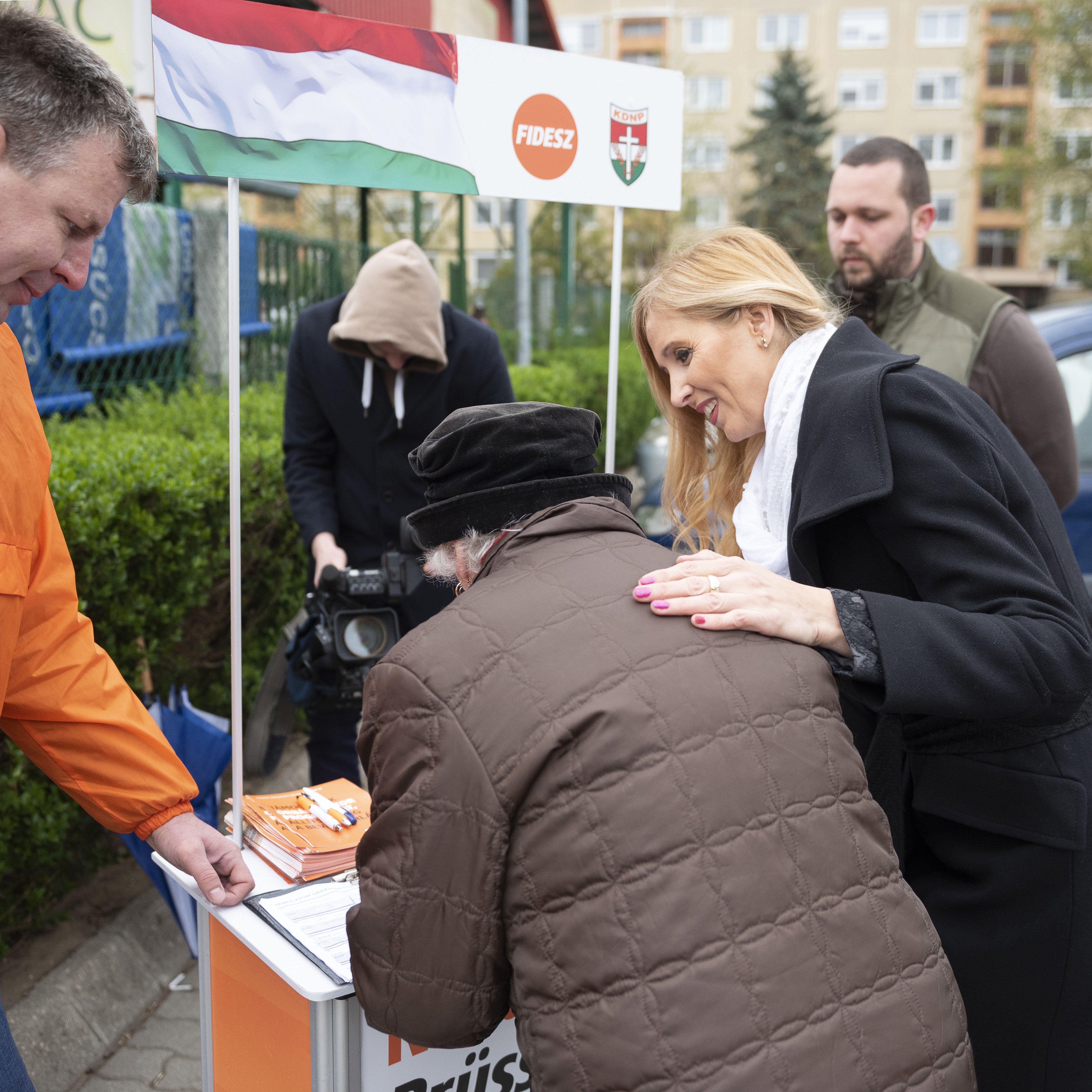 """A Fidesz szerint """"már több mint másfél millióan írták alá Orbán programját"""""""