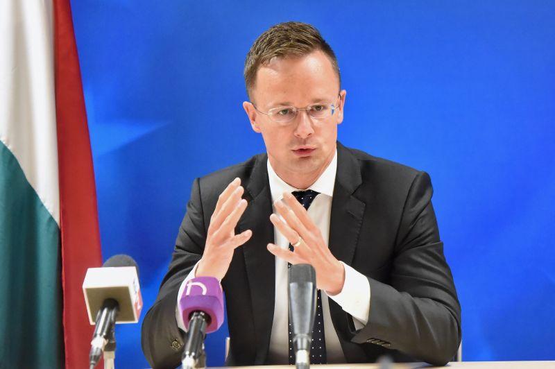 Szijjártó: megengedhetetlen nem beszélni a migráció biztonsági vonatkozásiról