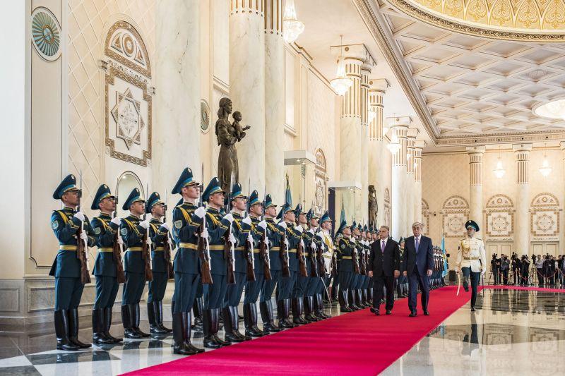 Pompában nem volt hiány Orbán kazahsztáni fogadásán