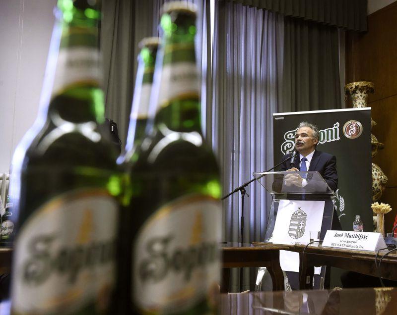 Magyar komló kerülhet a Heineken söreibe – a kormány már jóban van a Heinekkennel – videó