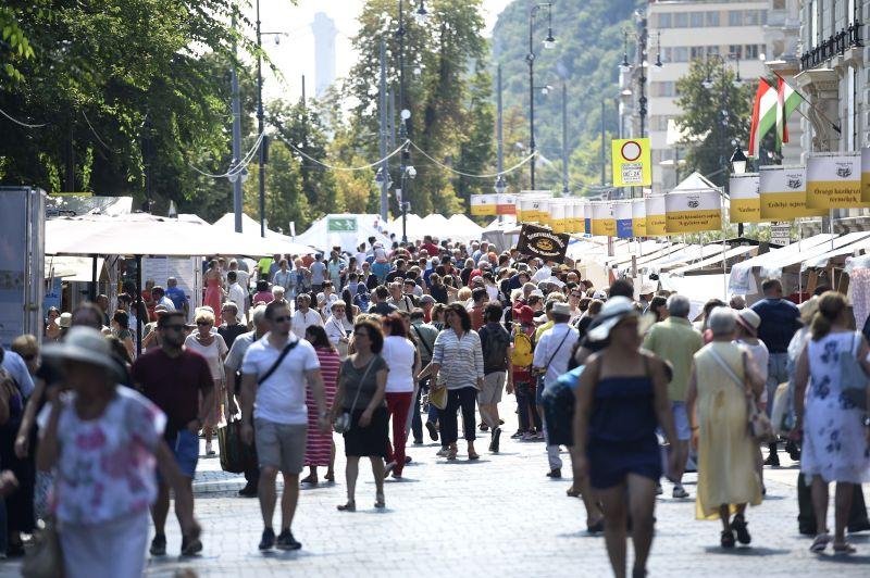 Több tízezer ember látogatott ki a Magyar Ízek Utcájára
